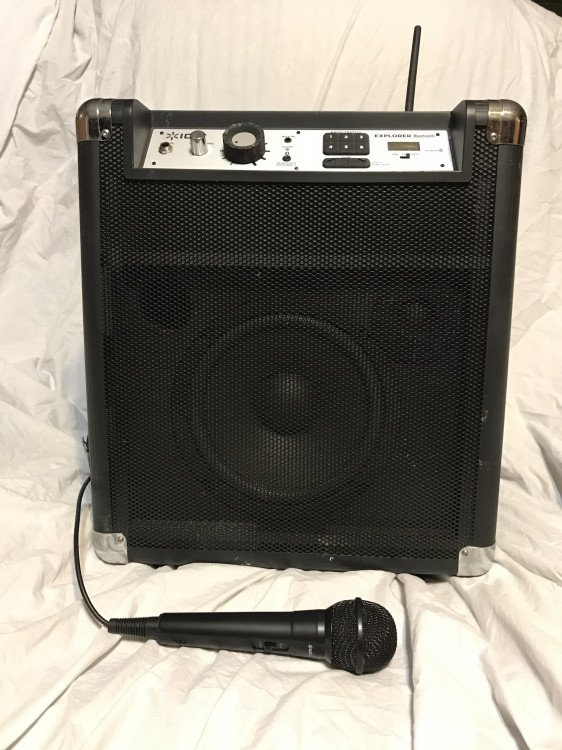 Speaker with microphone (Bluetooth)